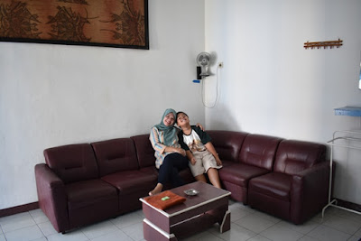 bersama si bungsu fakhri duduk manis di sofa l hotel sari ambarawa jawa tengah nurul sufitri