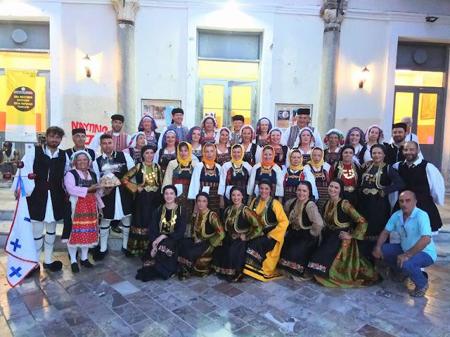 Παραδοσιακοί χοροί στην ιστορική πλατεία Συντάγματος στο Ναύπλιο
