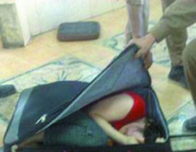 أغرب محاولة تهريب تم ضبطها  في مطار الملك عبدالعزيز في جدة