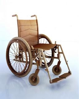 Silla de ruedas hecha de cartón