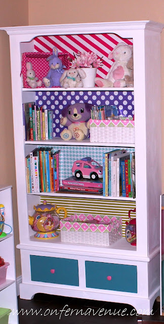 bookcase-in-girls-playroom