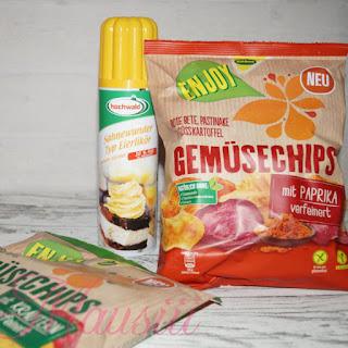 Gemüsechips und Eierlikör-Schlagsahne