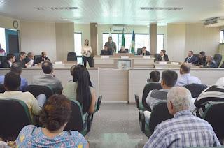 http://vnoticia.com.br/noticia/1303-camara-de-sfi-volta-atras-e-mantem-veto-a-projeto-que-pretendia-alterar-ficha-limpa