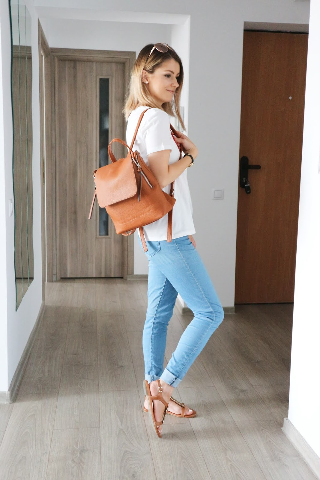 light wash jeans with tan backpack outfit