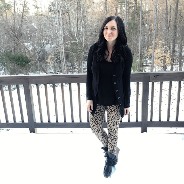 Leopard leggings, snow