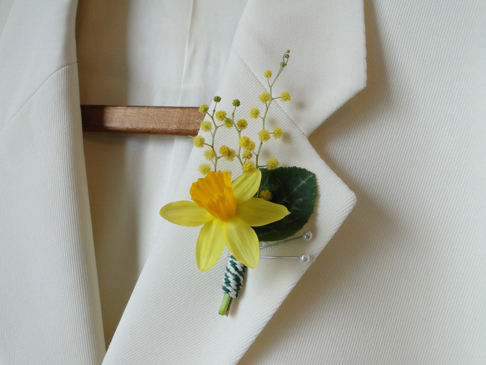 How To Make Wedding Buttonholes: The Confetti Blog: The Real Flower Petal Confetti Co