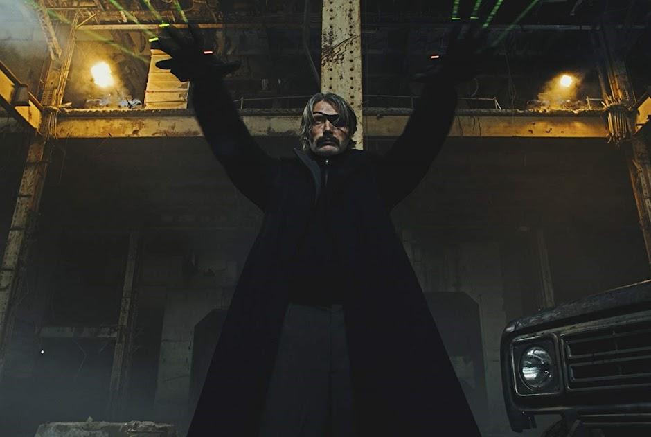 """Mads Mikkelsen é o maior assassino do mundo no trailer de """"Polar"""""""