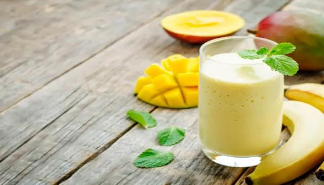 Lassi de menta y mango con especias dulces