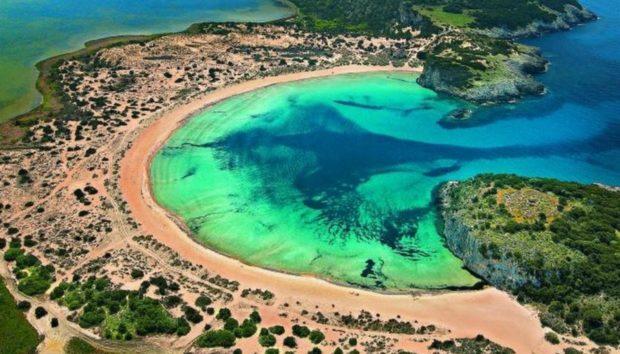 10 «εξωτικές» παραλίες και λίμνες που  υπάρχουν στη χώρα μας