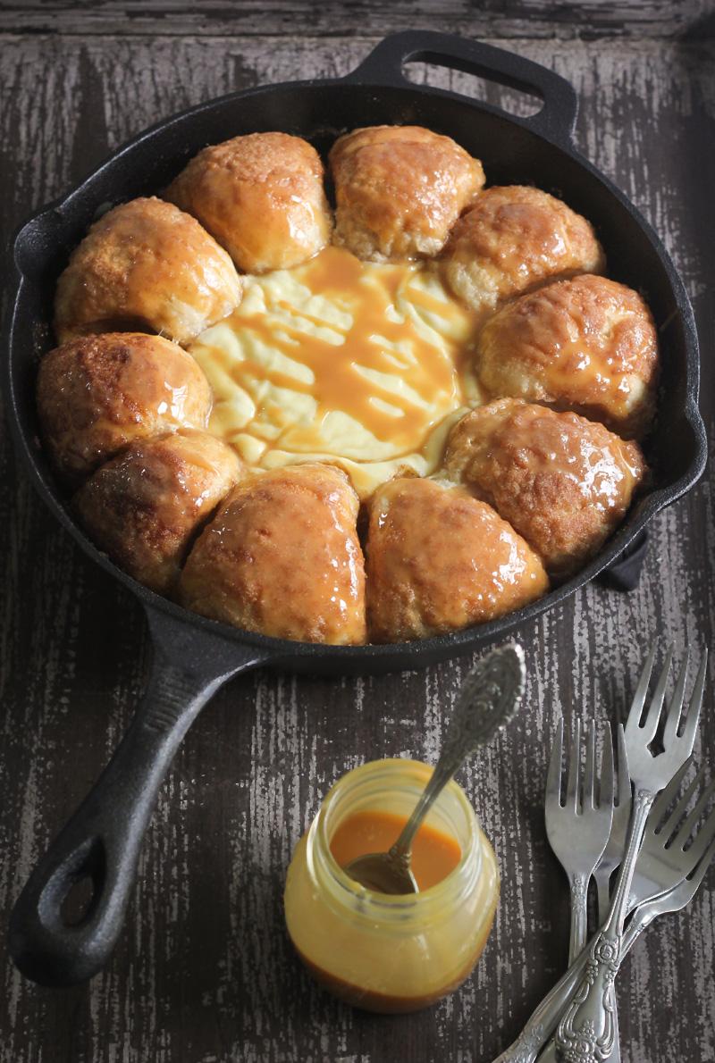 Cinnamon Skillet Bread With Warm Cheesecake Dip Sprinkle