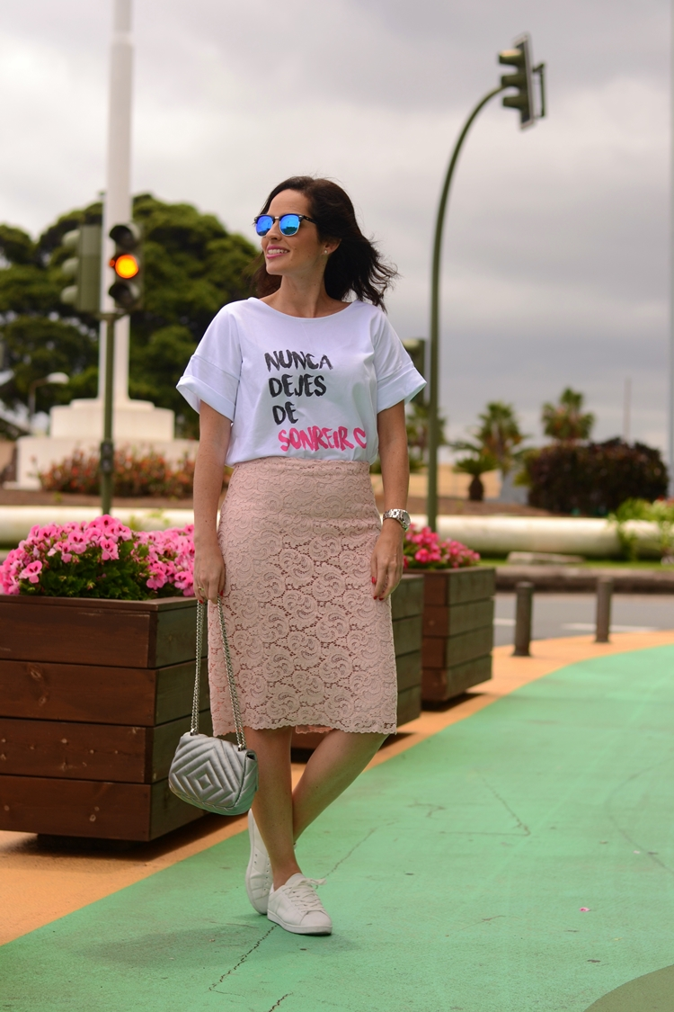 zara-lace-skirt-outfit-street-style