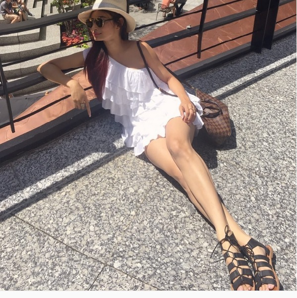 Mouni Roy is enjoying vacation in Chicago shares her pics on