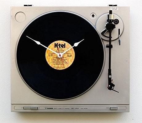 """Jam dinding dari recycle Teknika turntable dan a K-TEL Records """"Hit Machine"""" LP"""