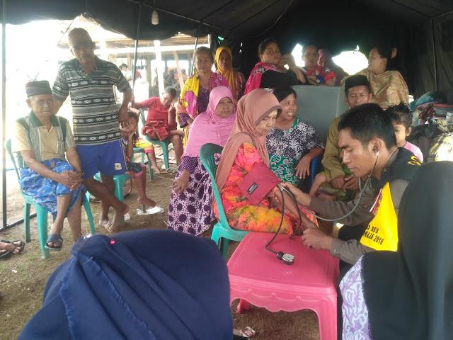 Warga Berbondong Datangi Pelayanan Kesehatan di Tenda Darurat
