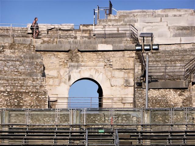Detalle de las gradas del Anfiteatro Romano de Nîmes