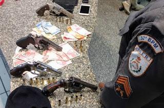 https://vnoticia.com.br/noticia/3670-veiculo-roubado-em-guaxindiba-e-recuperado-com-quadrilha-de-assaltantes-em-macae