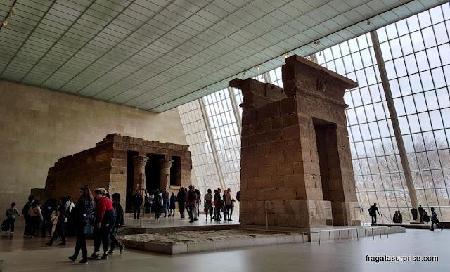 Templo egípcio de Dendur, no Metropolitan Museum de Nova York