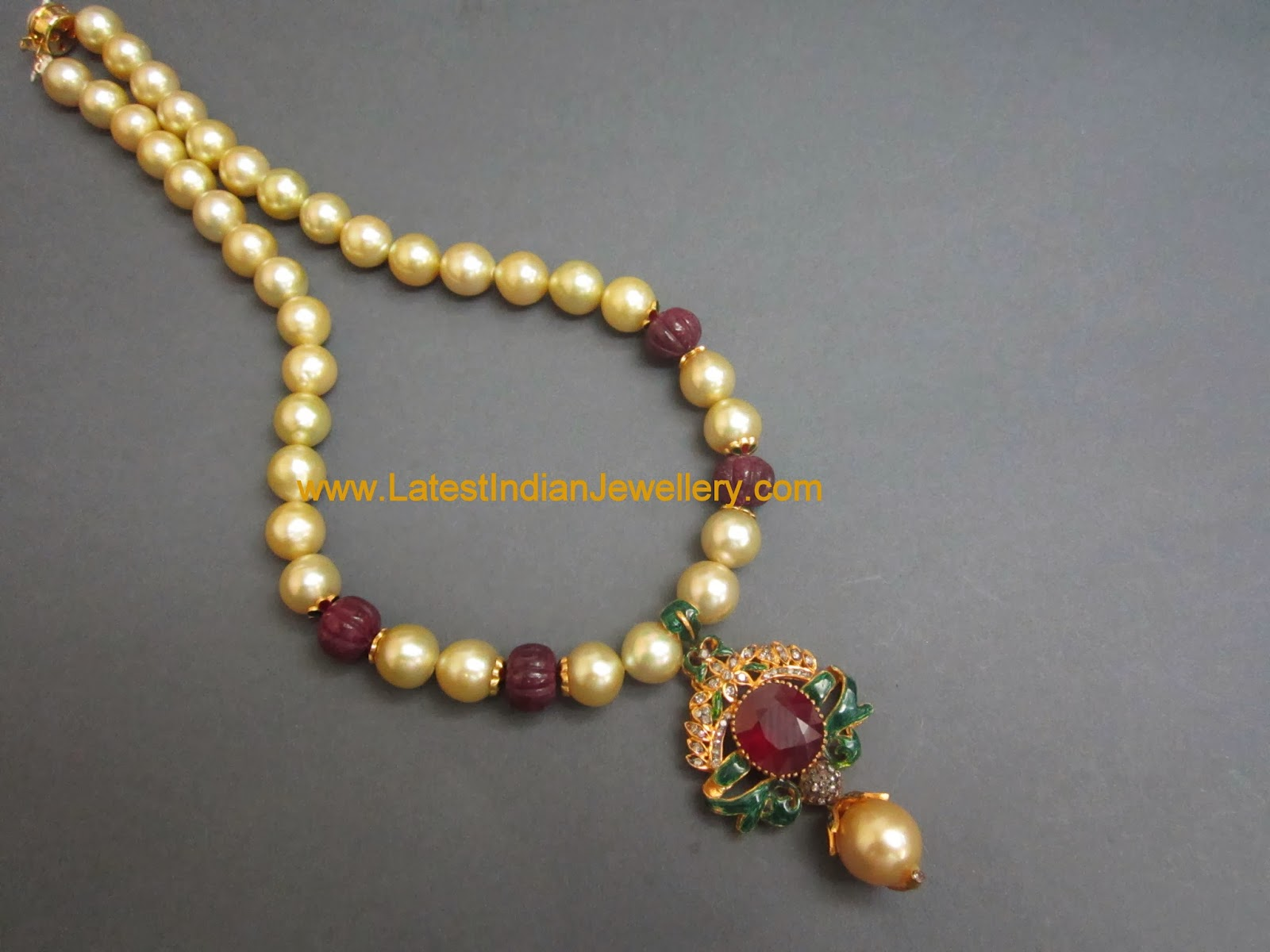 Party Wear Pearl Necklace
