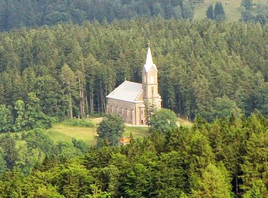 Kościół pw. Bożego Ciała w Szklarskiej Porębie (wybudowany w latach 1884-86).