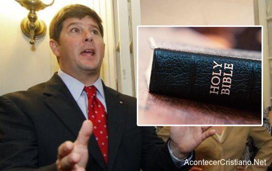 Legislador Steven Palazzo envía Biblias al Congreso