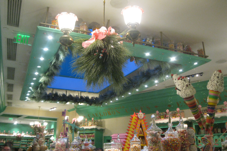 Wizarding World of Harry Potter Honeydukes Christmas