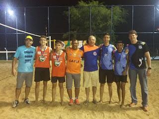 Dupla de vôlei de praia do 'preazão' representa IDES e ganha ouro nos jogos escolares em Cuité