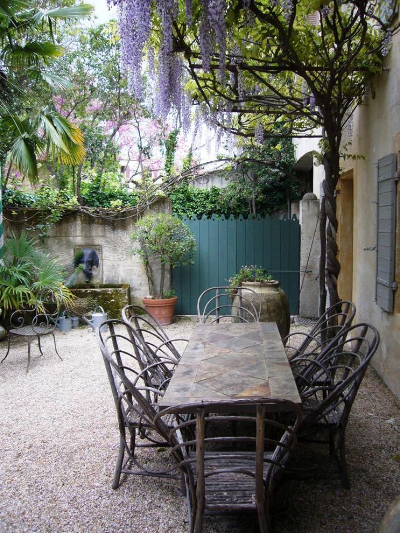 outdoor living- pea gravel patio inspiration