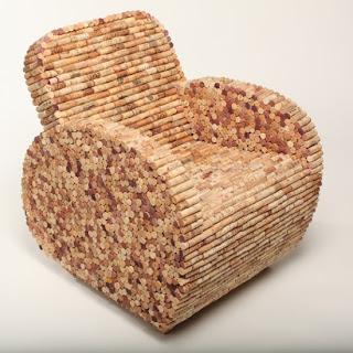 Sillón hecho con tapones de corcho reciclados