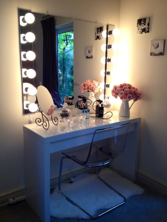 Romantically-Styled-Makeup-Vanity-Table 20 Unbelievable Make-up Self-importance Desk Concepts Interior