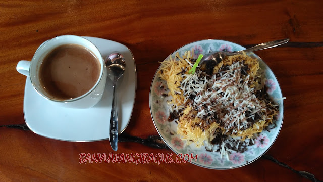 secangkir cokelat di cafe Doesoen Cokelat Glenmore.