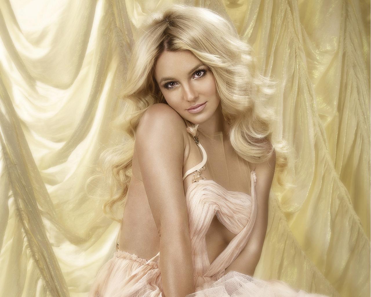 Britney Spears On A Nude Beach