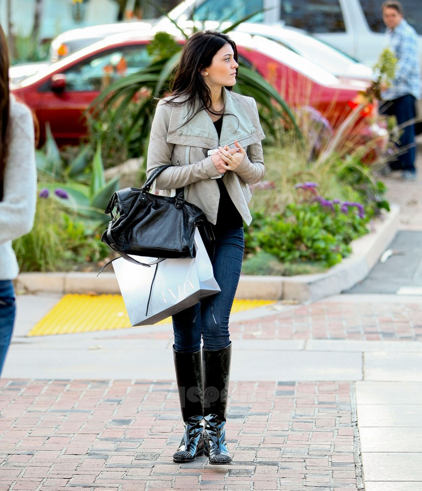 Kylie Jenner Outfits: My Blueberry Nights: Street Style: Kendall & Kylie Jenner