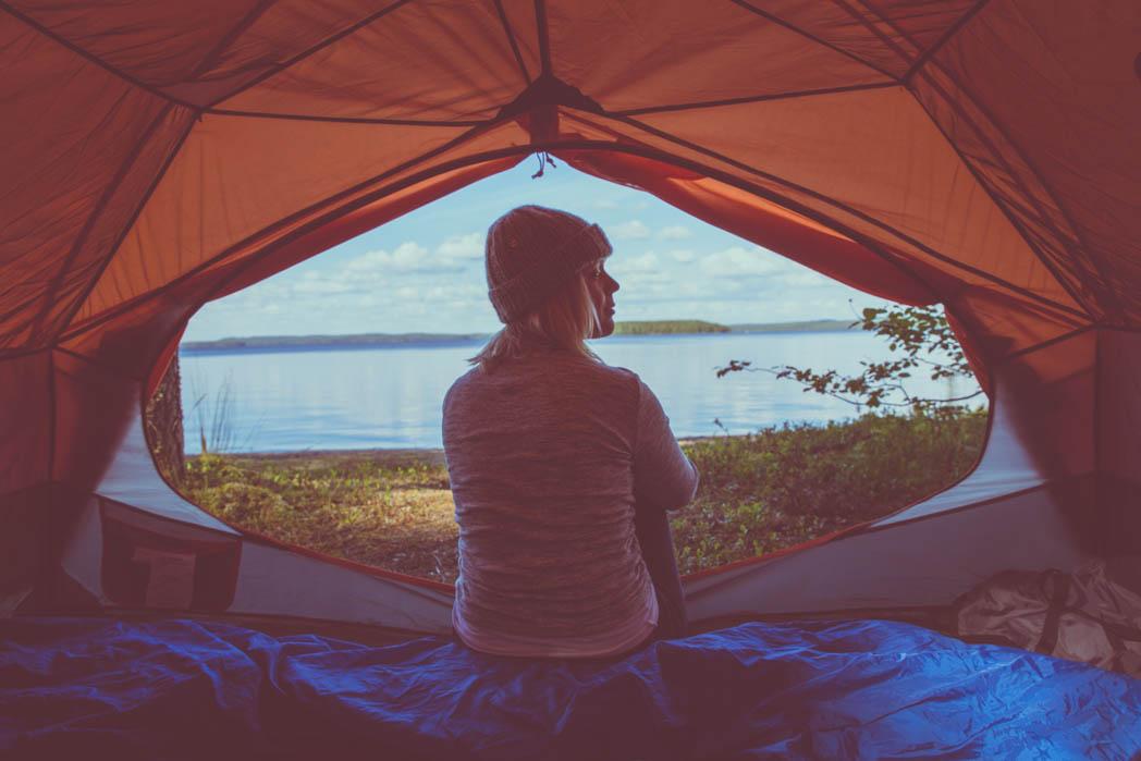 Kevyt teltta, joka on helppo ja nopea pystyttää vaikka kaatosateessa sekä erittäin tilava kahdelle hengelle.