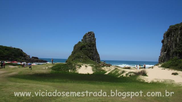 Curiosas formações rochosas na Praia da Guarita
