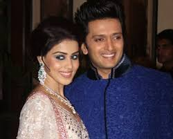 Riteish Deshmukh, Biography, Profile, Age, Biodata, Family , Wife, Son, Daughter, Father, Mother, Children, Marriage Photos.