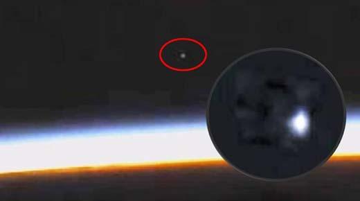 Masivo OVNI es captado entrando en la atmósfera Terrestre