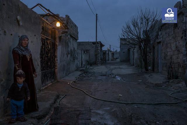 نيويورك تايمز / تقرير وصور/ الحياة تعود إلى كوباني رغم ضوء القمر .. والدم