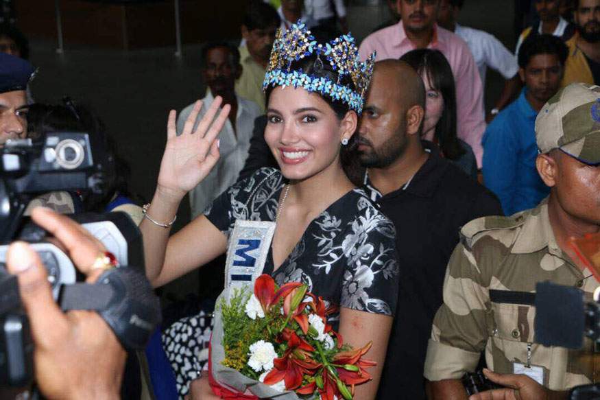 Stephanie Del Valle Miss World Poses as She arrives at Airport In Mumbai