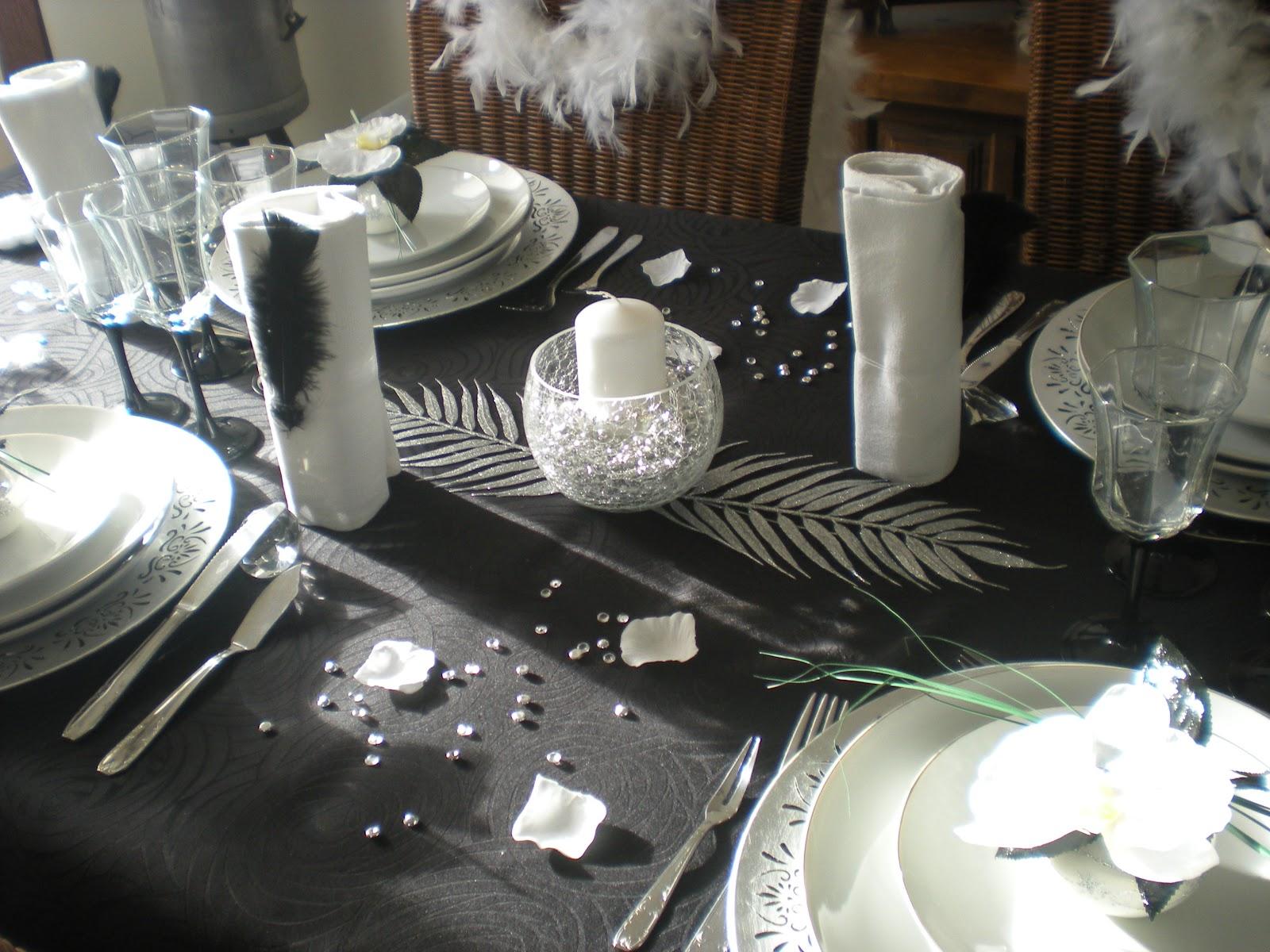 d co th mes mon nouvel an en noir blanc et argent. Black Bedroom Furniture Sets. Home Design Ideas