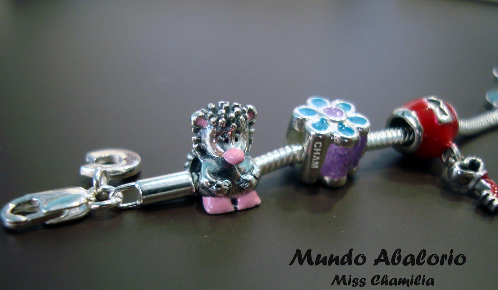 13330252a8c4 Podrás diseñar una pulsera a tu medida con una gran variedad de piezas  todas ellas esmaltadas en diferentes colores y al increíble precio de 19