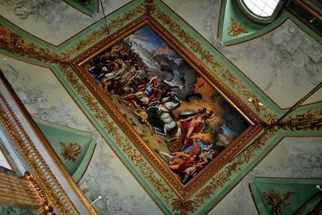 affreschi, decorazioni dorate, pitture, disegni