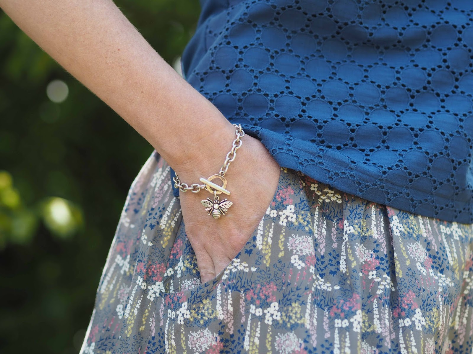 What-Lizzy-Loves- blue-broderie-shell-top-bluebells-bee-bracelet