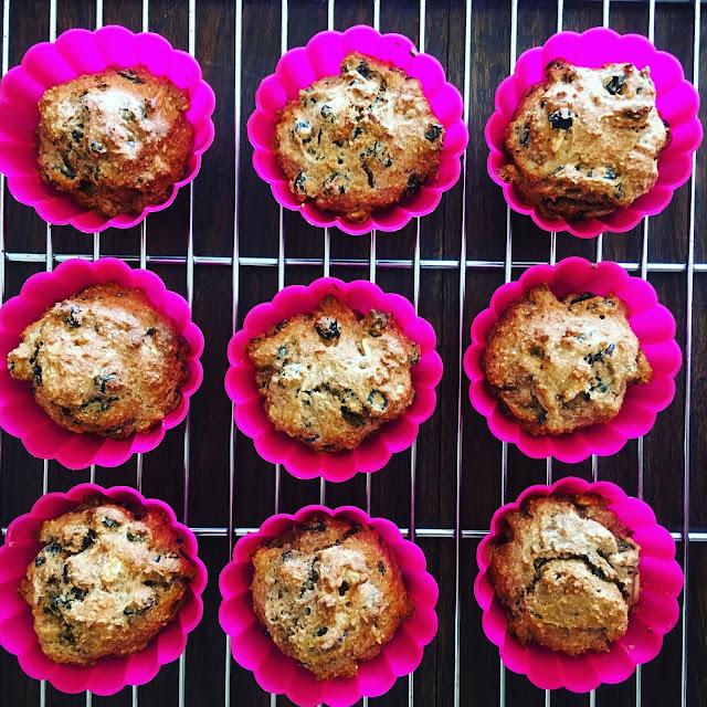 μάφινς με σταφίδες, muffins με σταφίδες, muffins light, muffins υγιεινά, μάφινς νηστίσιμα, κεκάκια νηστίσιμα, παράξενο πιρούνι, paraxeno pirouni