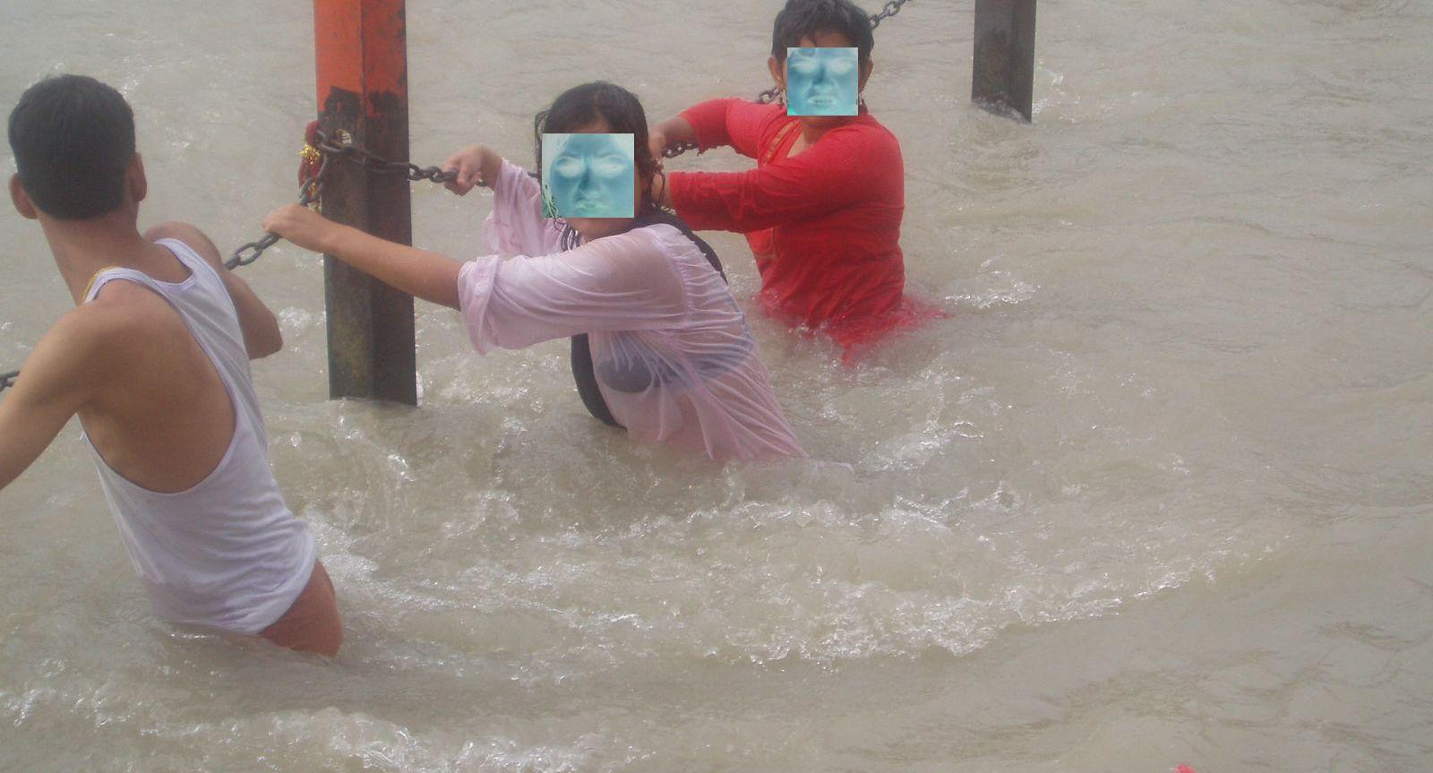 Indian Girls Bathing In River Nipple Visible - Chuttiyappa-2020