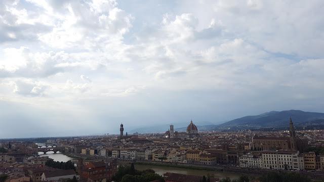 гледка от площад Микеланджело