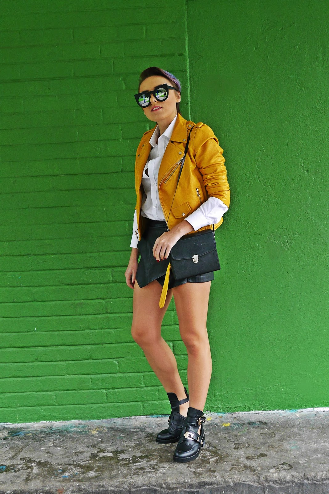 5_yellow_biker_jacket_zara_shorts_white_shirt_renee_cut_out_boots_karyn_blog_modowy_180817f