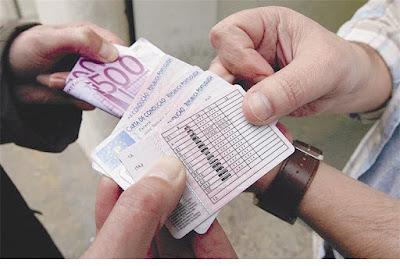 http://www.jn.pt/justica/interior/escolas-denunciam-centenas-de-fraudes-em-exames-de-codigo-8465898.html