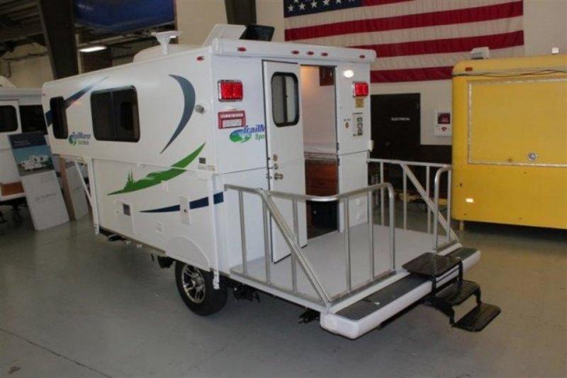 Campground Lifestyle: Trailmanor 19ft. sport deck Camper