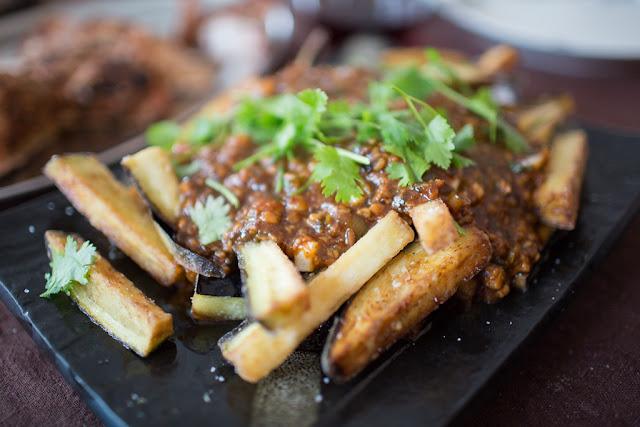 Munakoisoa ja tofua tulisessa kastikkeessa