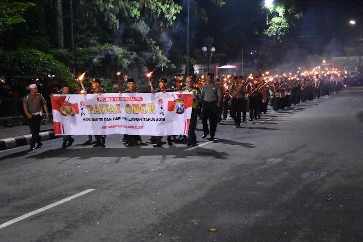 Pawai Obor Peringati Hari Pahlawan I esemkamu.com